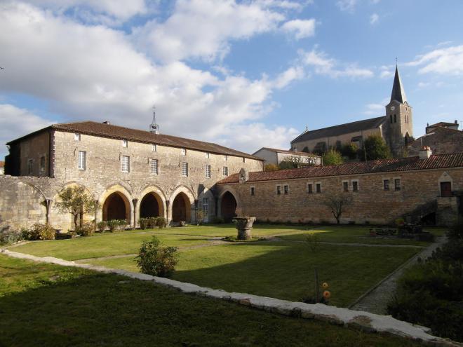 Intérieur de l'abbaye Saint-Sauveur à Charroux (86250)