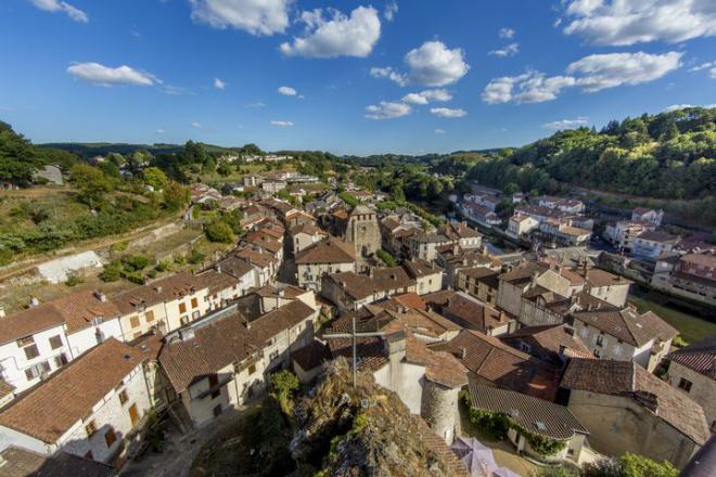 vue depuis la vierge Laroquebrou Châtaigneraie Cantal Petites Cites de Caractere © pierre soissons