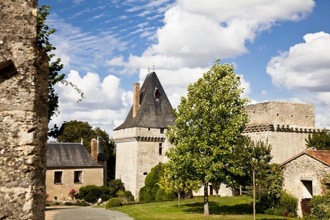 Aubigné-sur-Layon_Vue du château_© J.-P. Berlose