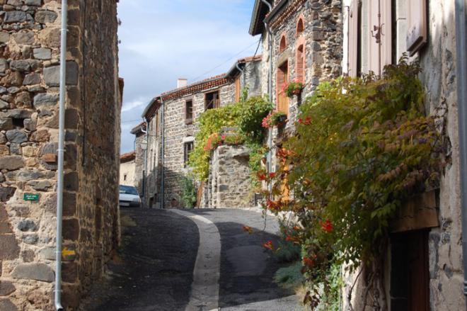 Rue des Vignerons. Chilhac est un ancien village viticole.