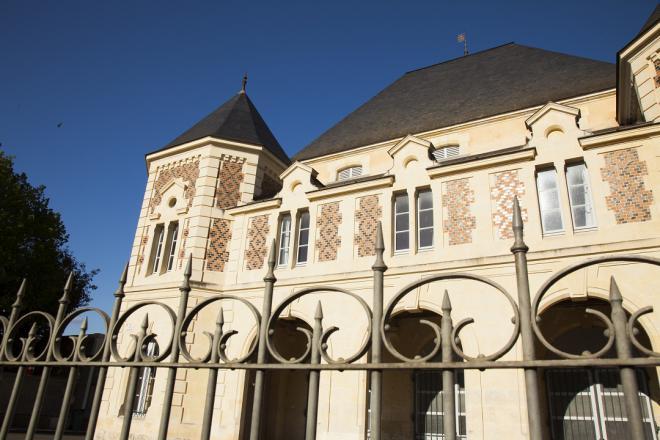 Saint-Calais_les halles_credit J.-P. Berlose