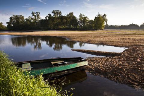 Chênehutte_vue sur la Loire avec barque <sup>©</sup>J.-P. Berlose