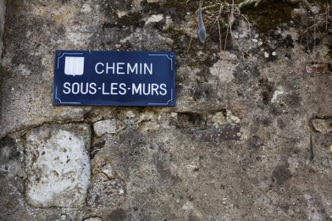 Denée_chemin sous les murs <sup>©</sup>J.-P. Berlose