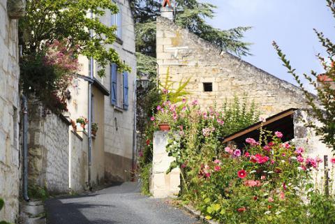 Montsoreau_ruelle <sup>©</sup>J.-P. Berlose
