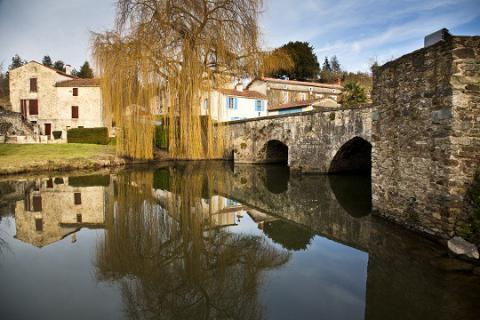 Vouvant_le pont <sup>©</sup> J.-P. Berlose